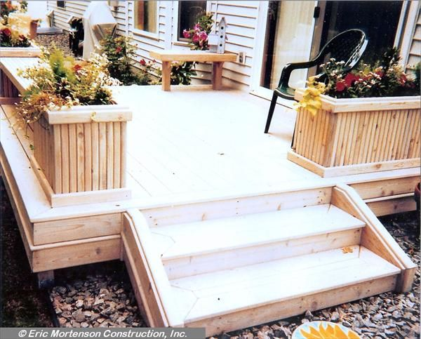 Small deck i like the flower boxes as the rail patio landscape garden pinterest - Flower boxes for railings ...