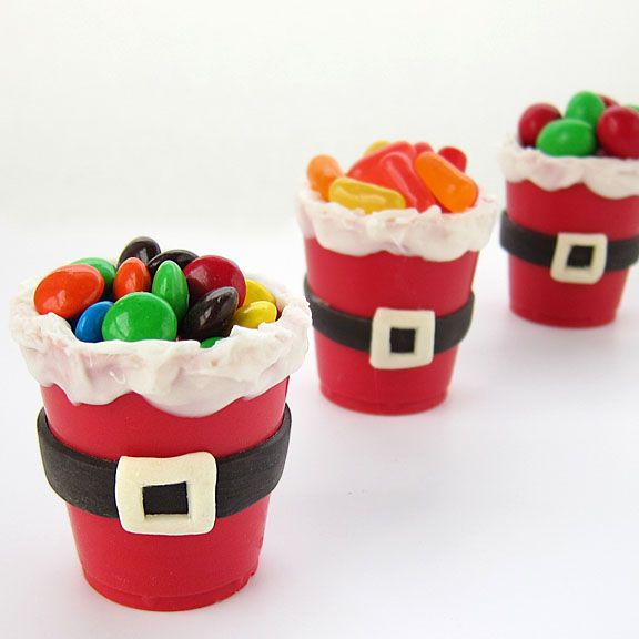 Edible Santa Suit Candy Cups make cute party favors for Christmas for kids and adults. from HungryHappenings.com