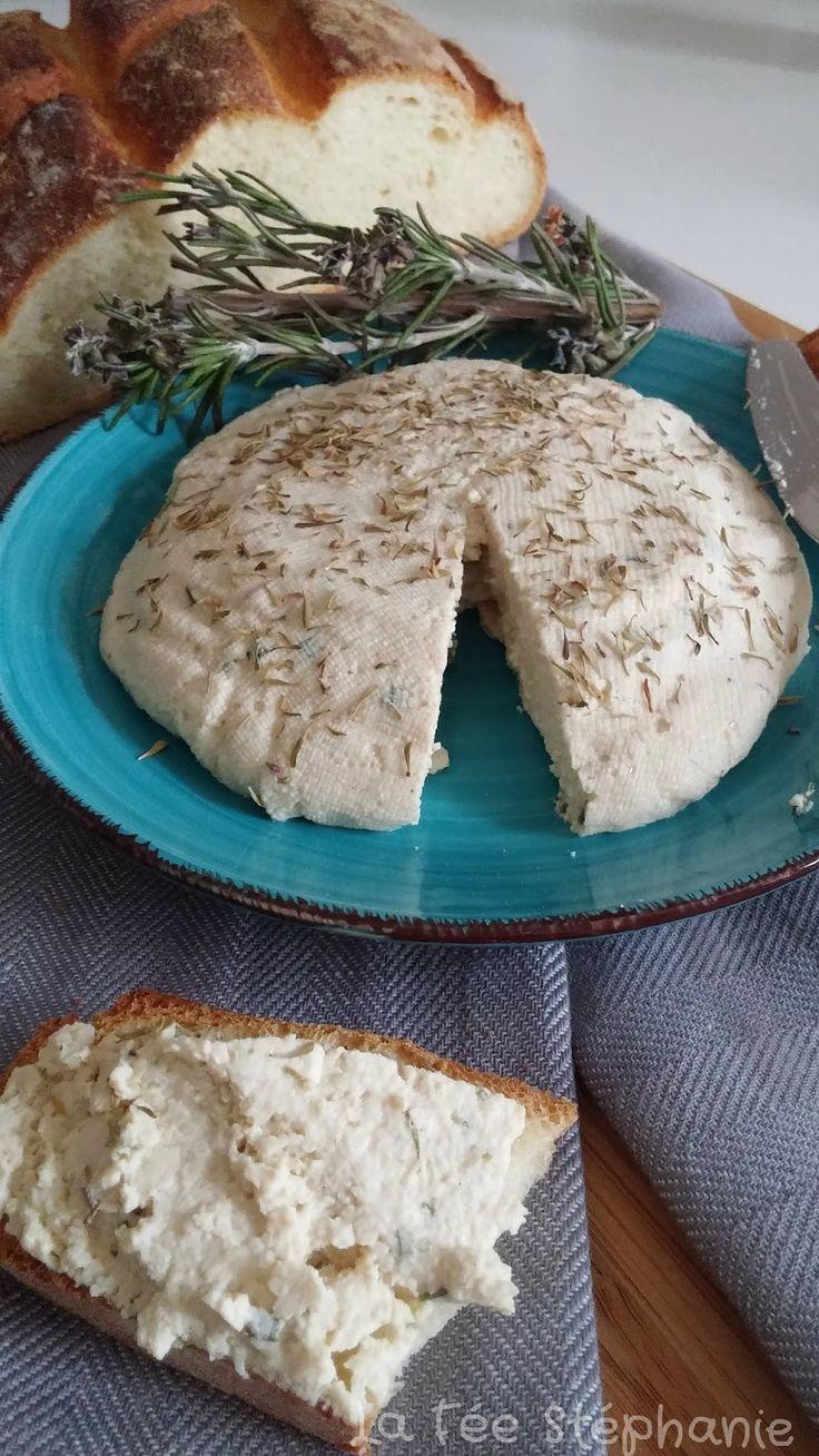 La Fée Stéphanie: Fromage végétal aux fines herbes, tel un fromage de chèvre frais