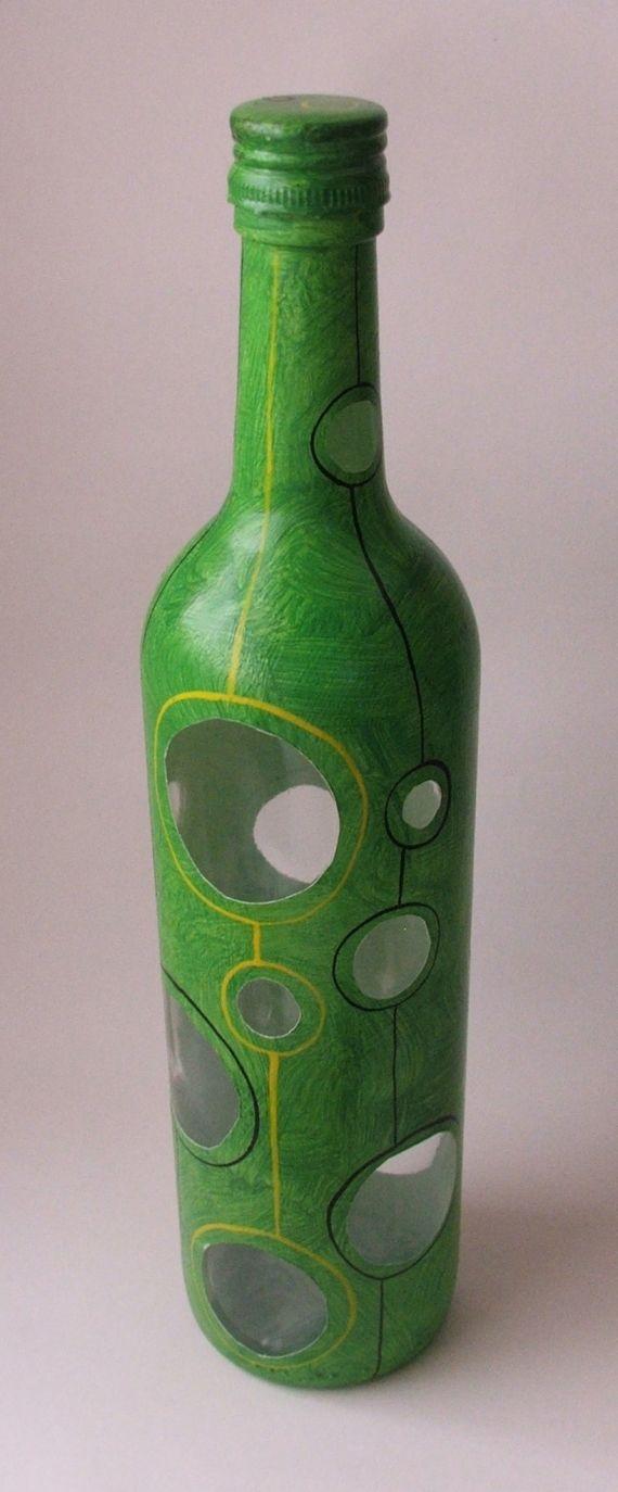 Botella pintada a mano. Utilitaria.