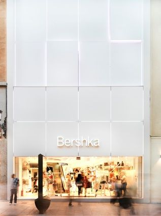 Bershka. Preciados, Madrid - Double click on the photo to Design & Sell a #travel guide to Madrid www.guidora.com