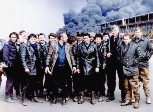 24 Φεβρουαρίου του 1986. Οι δεξαμενές της Jet Oil στο Καλοχώρι, τυλίγονται στις φλόγες. Οι πυροσβέστες απέτρεψαν την μετάδοση της φωτιάς και μια εκτεταμένη οικολογική καταστροφή.
