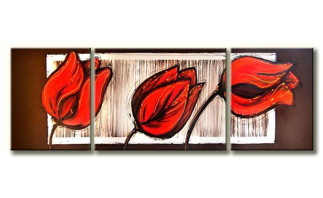 Drie rode tulpen geschilderd op drie canvasdoeken. Dit prachtige 3-luik-schilderij is met een speciale techniek geschilderd.De rode tulpen zijn aangebracht in een wit kader.Doordat een tulp net buiten het kader is geschilderd is het net of de tulp het schilderij uitgroeit.