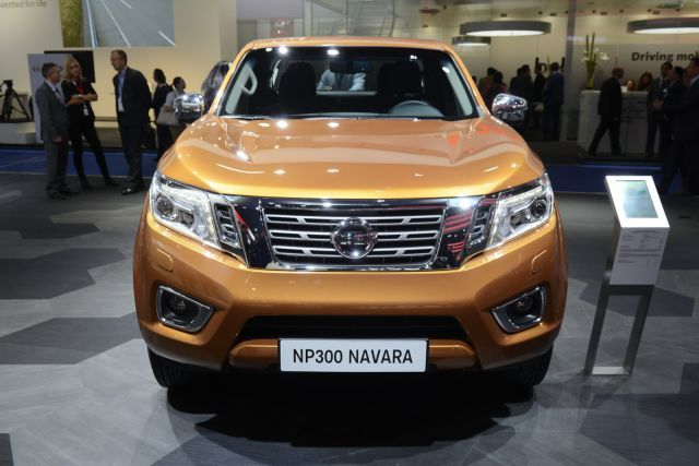 The 2017 Nissan Navara NP300 has gotten a complete makeover, from the inside to the outside. The model makes use of Nissan's latest designs of the V-motion grille and boomerang-shaped LED daytime lights.