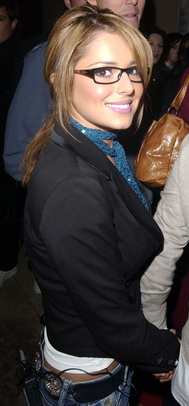 Cheryl Cole (like this kind of glasses.. check if can replace when can)