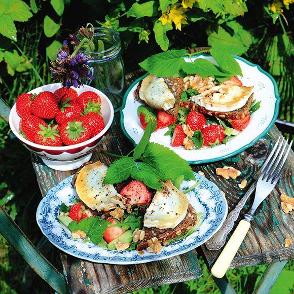 Recept på Toast chèvre med kirskål och jordgubbar från - Hemmets Journal
