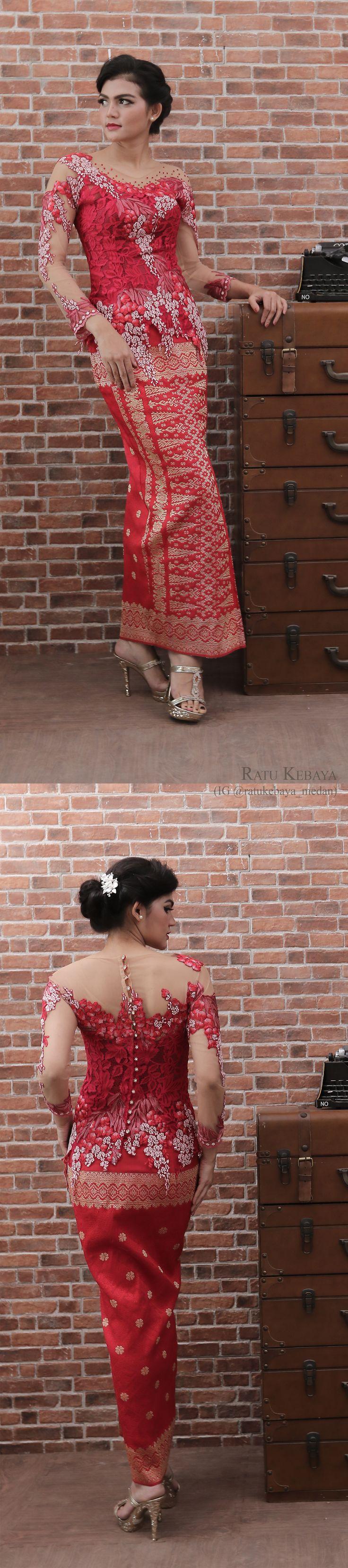 Inspirasi kebaya merah dengan balutan rok songket Palembang (IG @ratukebaya_medan)