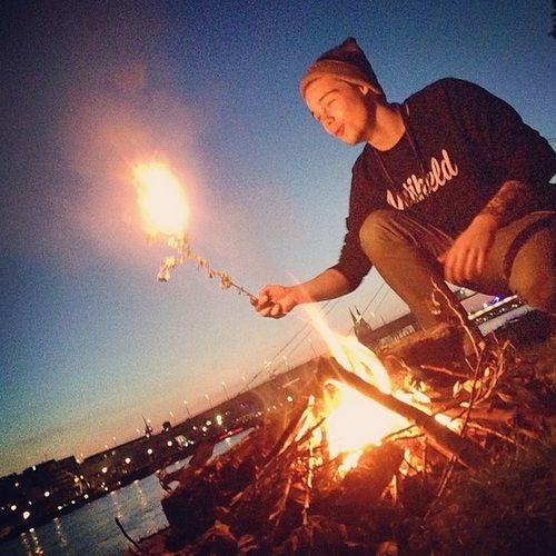 Taddl spielt gern mit Feuer xD