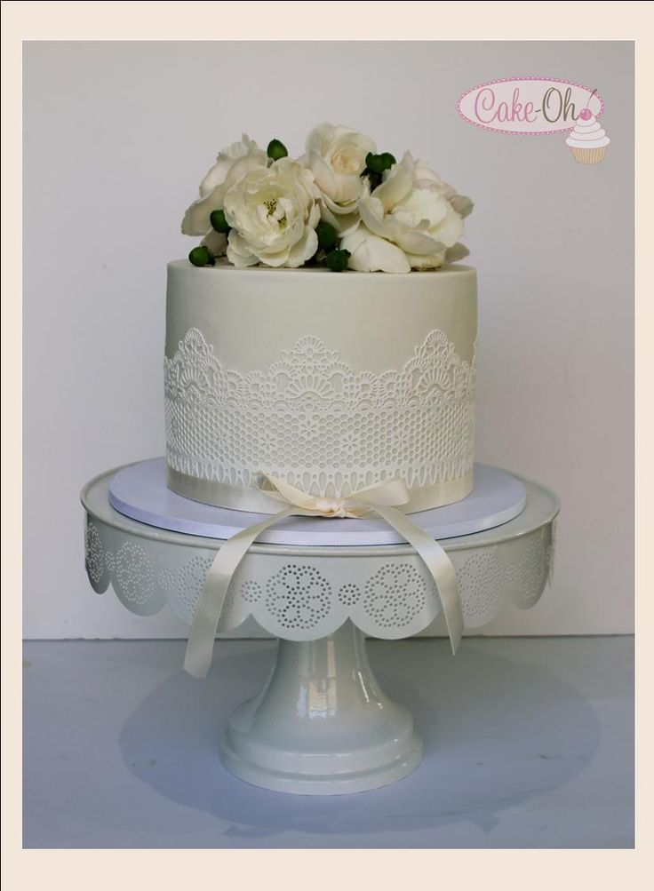Vintage Lace wedding cake. Edible lace on an extended single tier wedding cake make this a perfect centre-piece for any wedding or special occasion.