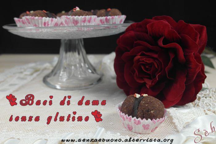Per San Valentino: baci di dama in versione dark, @senzaglutine, @vegan e @sugarfree http://senzaebuono.altervista.org/baci-di-dama-senza-glutine-vegan-cacao-nocciole/