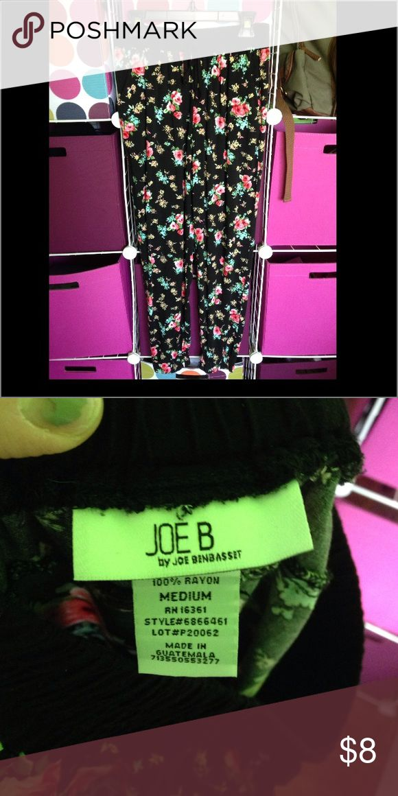 GREAT USED CONDITION ladies joggers GREAT USED CONDITION ladies joggers, black and floral pattern, size medium, and drawstring waist. Joe B Pants Track Pants & Joggers