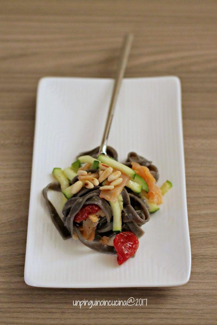 Black Tagliatelle with Smoked Salmon, Zucchini, Lime and Pinenuts - Tagliatelle al nero di seppia con salmone affumicato, zucchine al lime e pinoli | Un Pinguino in Cucina