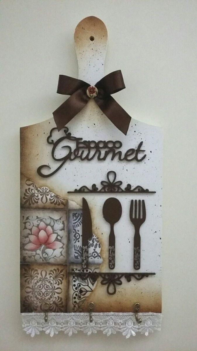 Linda peça decorativa para cozinha, varanda gourmet ou área da churrasqueira. Acompanha ganchos para pendurar toalha de prato. Ideal tb para presentear, peça artesanal.