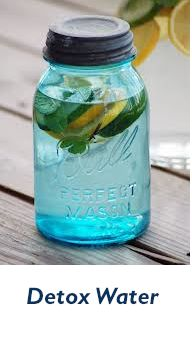 Who wouldn´t love to remove all the toxins from their body? Well, that's a detox, and my personal way to cleanse my body is drinking detox water, lots and lots of water. Our body is so amazing, that in no more than 3 days, you´ll be as good as new. Here are some ideas of how to add a little flavor and antioxidants to our detox water!