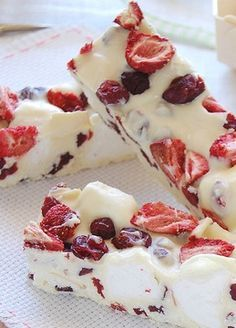 "DONNA HAY'S CRANBERRY, STRAWBERRY & WHITE CHOCOLATE ""ROCKY ROAD"" BARK [Donna Hay] [technicolorkitcheninenglish]"