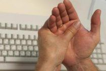 Чем лечить артрит кистей рук: народными средствами или лекарственными препаратами?