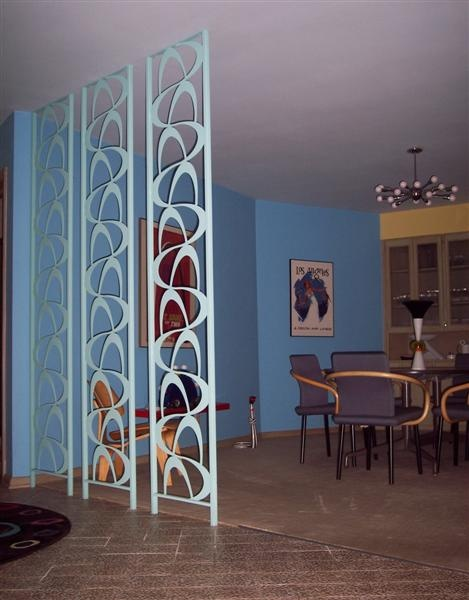 Love that floor to ceiling room divider! Mid Century boomerang!