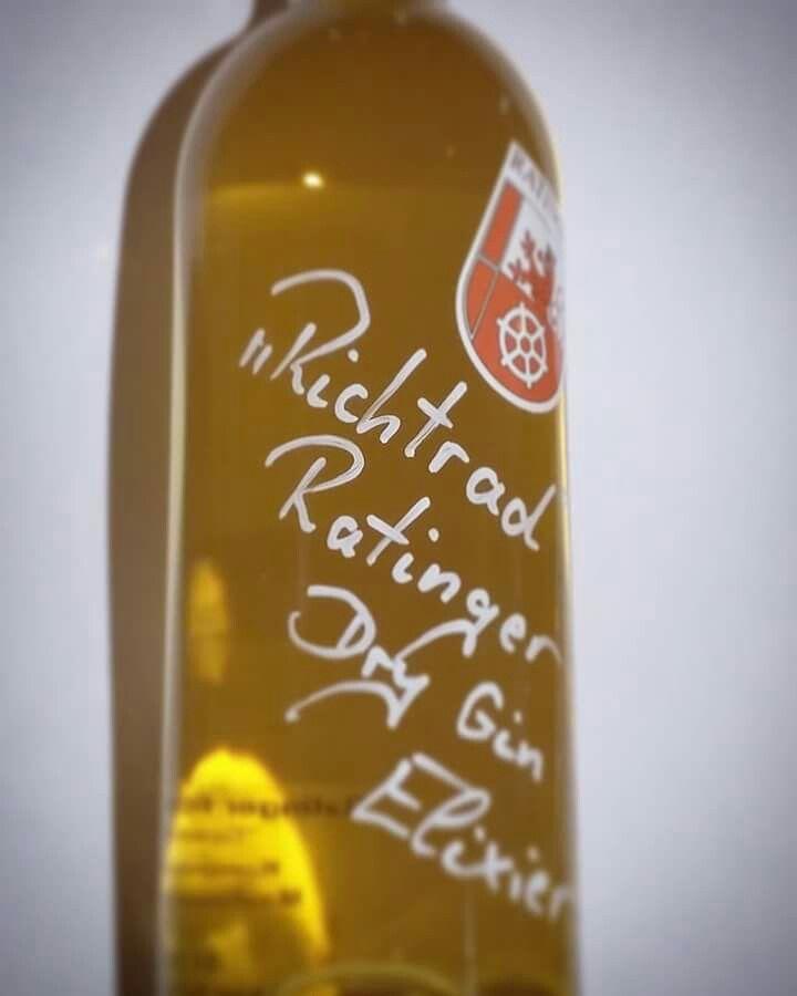 Dry Gin von Barrique Ratingen verfeinert. Unser 'Ratinger Richtrad' ~jede Flasche ein Unikat.