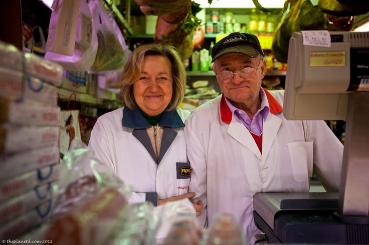 We have never gone on a food tour before, but when in Rome, It's not to be missed. And this one with Kenny of Eating Italy Food Tours in Rome is the tops