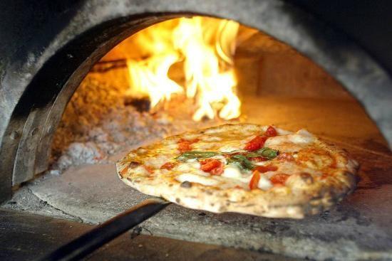 Oven baked pizza ... Amalfi style!