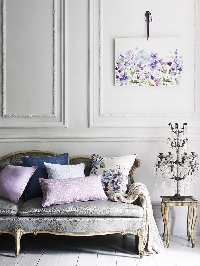 Thinking of updating your house for spring? Florals are a fabulous way to celebrate the new season.