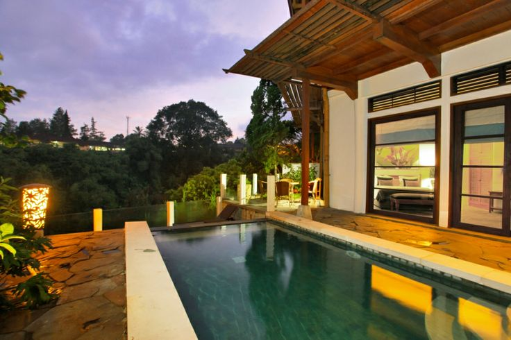 Enjoy the luxurious room in the Novus Puncak Resort & Spa, our Suite Rooms features Grand Pool Suite, 5 Pool Suite, 13 Junior Suite, and a Duplex Suite. Each room features king-size bed or twin-bed with view facing the Cipanas valley