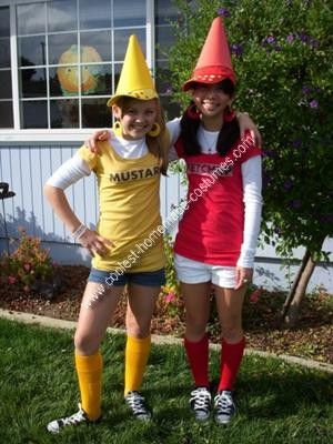 Who doesn't like Ketchup? I was in desperate need of a costume for my freshmen year of high school because ninth graders have the theme of red. This was