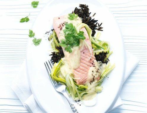 Lachs mit Lauch an Weißweinsauce