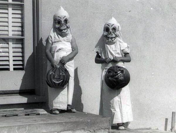 39 Vintage Halloween Costumes That Define Creepy - Dread Central
