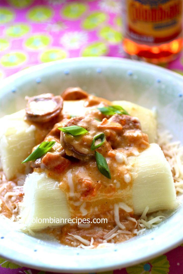Yuca Chorriada con Chorizo (Cassava with Chorizo and Cheese Sauce)