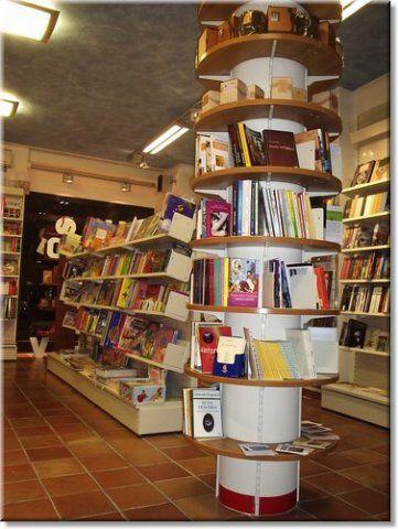 15 best images about banconi e espositori per negozi on for Arredamento per librerie