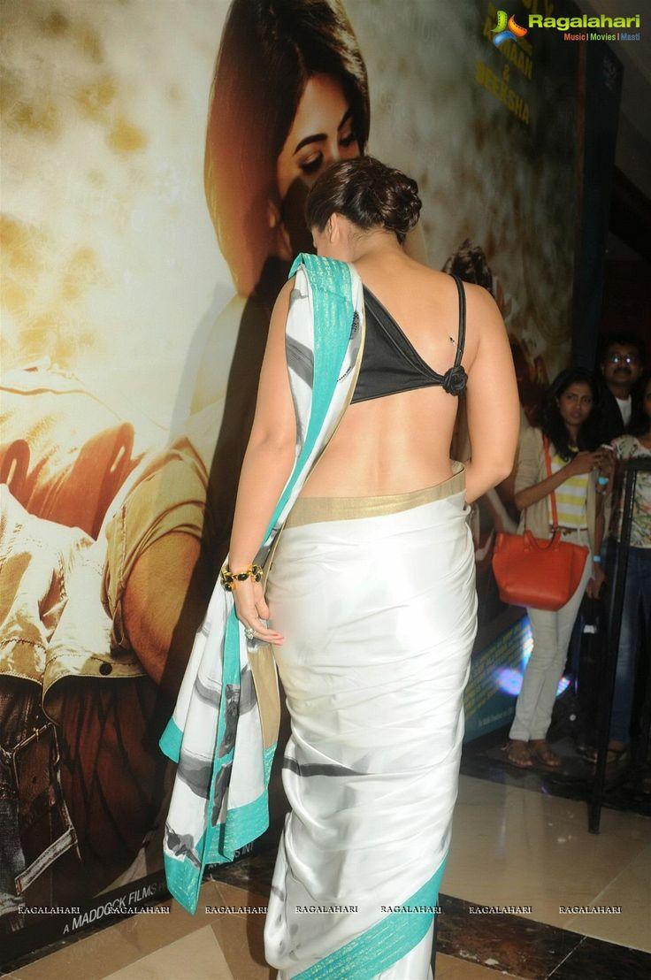 Kareena is stunning in a saree by Satya Paul