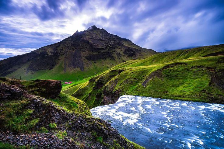 Si quieres viajar a Islandia en verano, hacerlo en camper-van y llegar a esos lugares donde alucinas porque alucinas sí o sí. ¡Andate rápido!