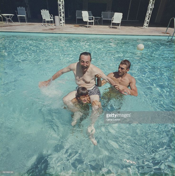 News Photo : In a swimming pool, American movie producer,...