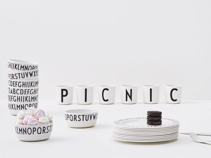 Graphic and cool picnic ideas. Bring our black and white melamine tableware on a picnic.