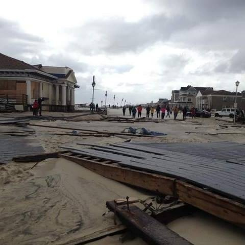 Social media follow Hurricane Sandy's destructive path