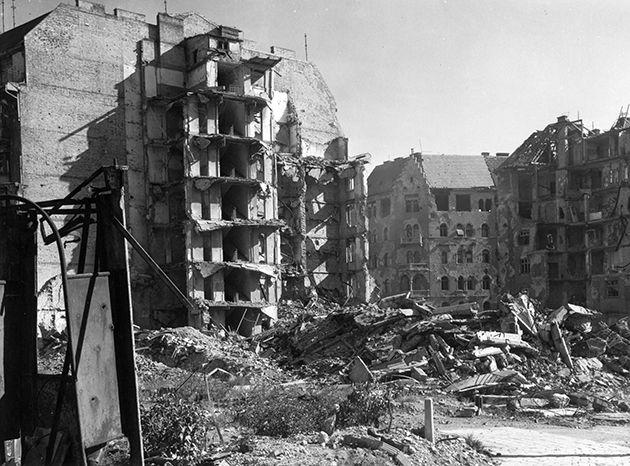 Margit körút - Keleti Károly utca sarok, a felrobbant Regent-ház