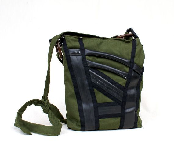 Shoulder bag with adjustable strap with knot, handmade with green velvet mounted upside down, decorated with recycled bike tubes, black cotton  ribbon and wood rings.