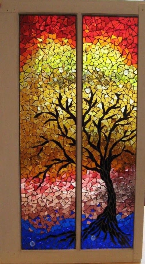 mosaico em tela/pedaços de madeira pintadas e cacos de vidro