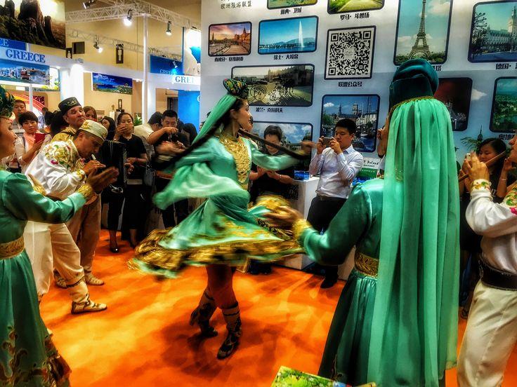 Наши татарские девочки в Пекине, поражают грацией, аж гордость берет. Выставка BITE 2015, Пекин, Китай