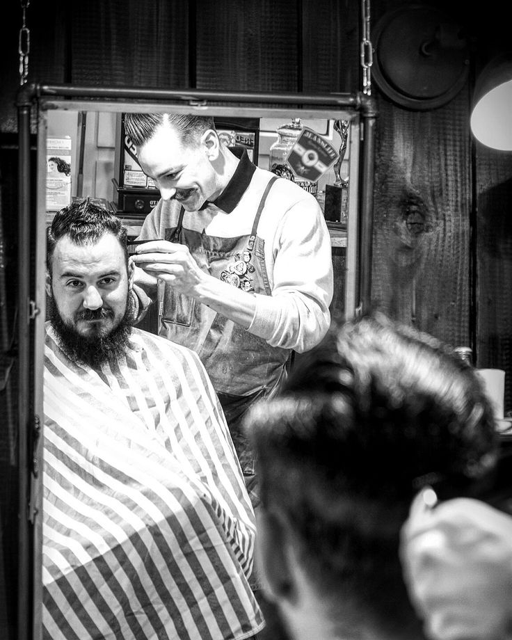 Customer they get friends 💈🙌🏼 • • • • #love#work#beard #moustache #beardcare#mensfashion #mensgrooming#men #blackandwhite #blackandwhitephotography #inked #ink #mobro#captainfawcett #london#zurich #switzerland#barber#barbershop#zürichbarber #barberzurich #swissbarber #classic #rocknroll#denim #jeanslife