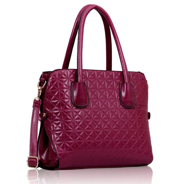 Geanta Purple Fashion Tote ~ Geanta de mana medie din piele eco de inalta calitate, cu design modern si inchidere in fermoar. Partea inferioara a gentii este intarita si protejata de deformari. Interior din material satinat cu compartimente si buzunare. Saculet textil pentru pastrare si transport. Dimensiuni :  31 cm baza, 27 cm inaltime. #gentiieftineonline #gentitote #culoareaanului2014