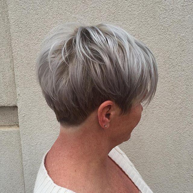 Mach mit beim Granny Trend und färbe Dir die Haare Grau! Heute 12 inspirierende 'graue' Kurzhaarfrisuren .. - Neue Frisur