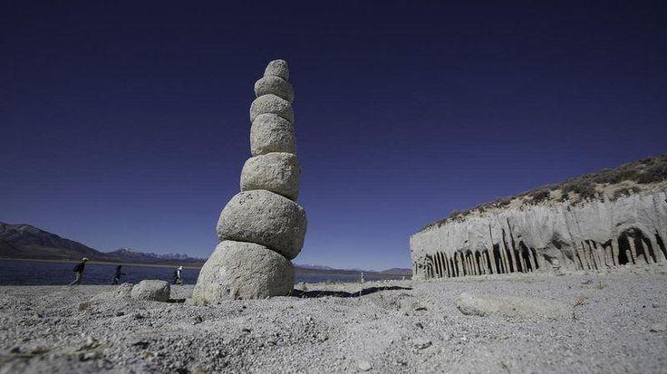 Удивительные каменные колонны озера Кроули (7 фото) | Чёрт побери