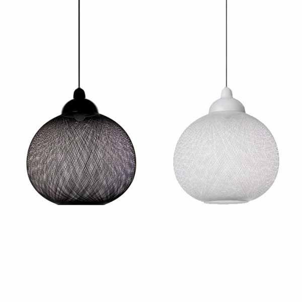 Klik & Shop @ SOOO.nl onze favoriete design hanglampen, zoals de witte Non Random Light hanglamp van Moooi. In wit of zwart en in 2 maten. Direct leverbaar.