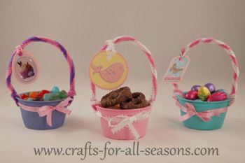 Applesauce cups turn into mini Easter baskets!  These would look cute at each place setting at Easter dinner.