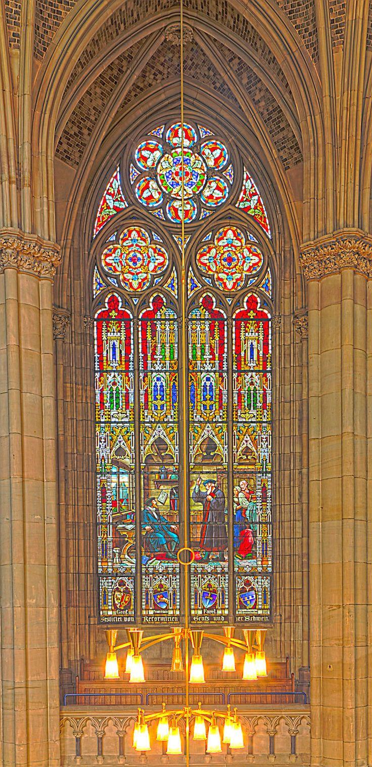 Gedächtniskirche der Protestation in Speyer. Glasfenster von Karl de Bouché 2015-07-03 Speyer Gedächtniskirche 1424 - 1428.jpg