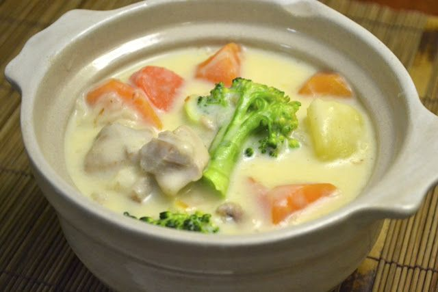 Japanese Cream Stew    chicken thigh fillet, 1 onion, 3 potatoes, carrots, broccoli,  1/3 cup flour, 2 Tbsp butter, 3 cups milk, 30g grated cheese