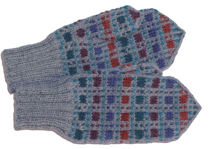 Ylä-Savon mallikkaisiin perinnelapasiin on helppo ihastua. Nämä lapaset voit neuloa itselle – tai vaikka lahjaksi ystävälle