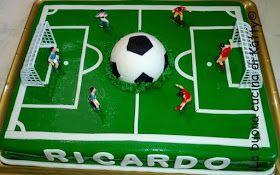 Torta campo di calcio - Cake football field   Alla base c'è una deliziosa torta tiramisù realizzata dalla pasticceria della mia città, ...